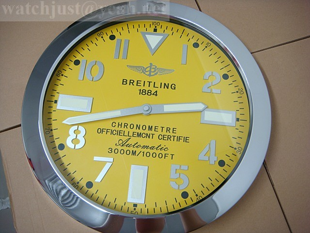 Breitling Navitimer 8 B01 Chronograph wall clock yellow steel